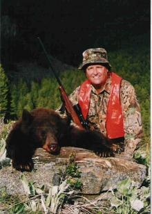 <h5>2004</br>Eddy Richey</br>Brown Color Phase Bear </h5><p>Nashville, TN</br></p>