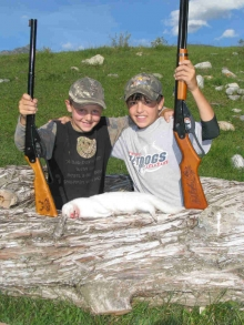 <h5>2009</br>Mink Hunt</h5><p>Zander and cousin Todd</p>