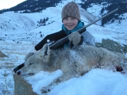 <h5>2010</br>Zander's 1st Coyote!</h5>